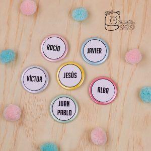 Chapas personalizadas con nombres colores